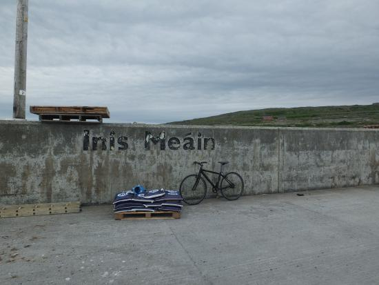 Inis Meain Restaurant & Suites: Old pier of Inis Meain