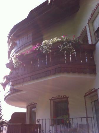 Hotel La Montanina: Balconcino fiorito...