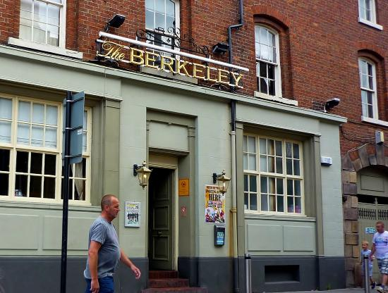 ‪The Berkeley Pub‬