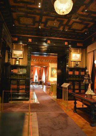 Richard H. Driehaus Museum : Library