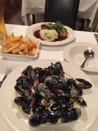 Lanteglos Country House Hotel: View from the restaurant And the best mussels ever!