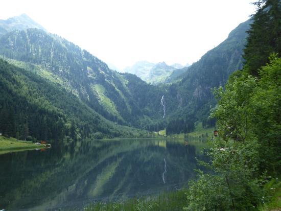Gasthof Forellenhof , Steirischer Bodensee : Blick zum Wasserfall