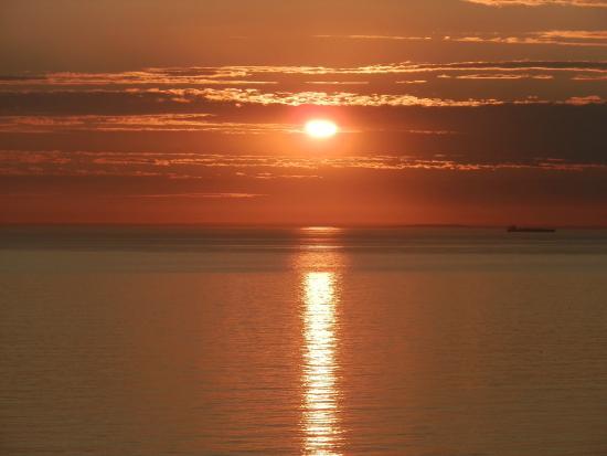 Equihen-Plage, Francia: Coucher de soleil observé à côté de la quille