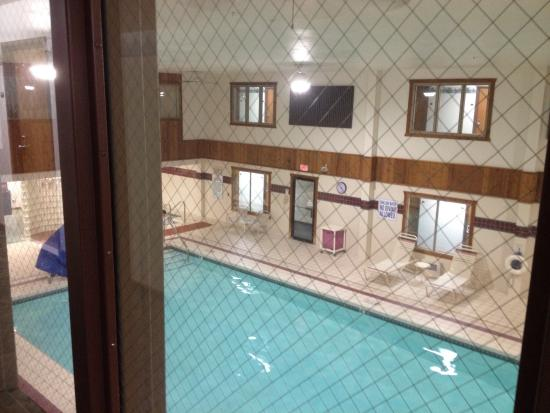 Sauk City, WI: These are shots from the balcony above the pool ad the room itself.  Just to give you an idea of