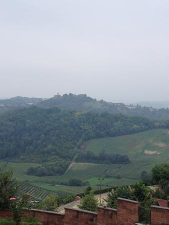 Mongardino, Italie : panoramic view