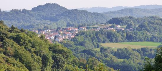 Cascina Rodiani - Green Hospitality: view across the valley
