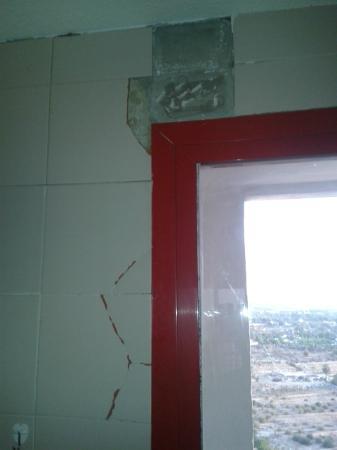 Evamar Apartments: Felled tiles