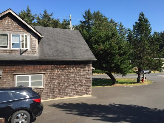 Long Beach, WA: Room 110 -away from beach and facilities, next to busy noisy highway, above maintenance shed and