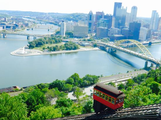 Hyatt Place Pittsburgh-North Shore: View from Duquesne incline above hotel