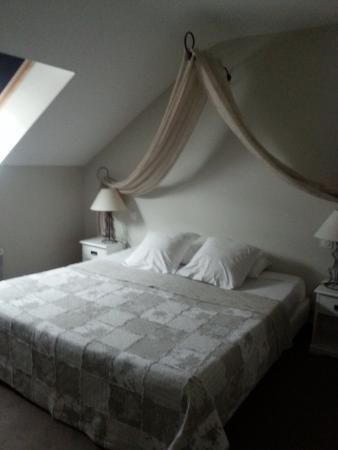 Hotel Le Canter: Chambre 22 super mais bruyante sur rue