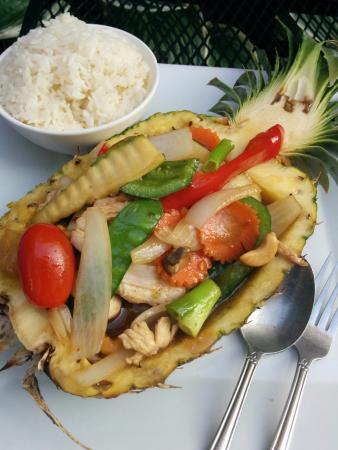 Thai Cuisine at Thames Street: Pineapple Chicken with Cashews