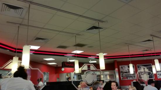 Front door area picture of steak 39 n shake myrtle beach for Steak n shake dining room hours