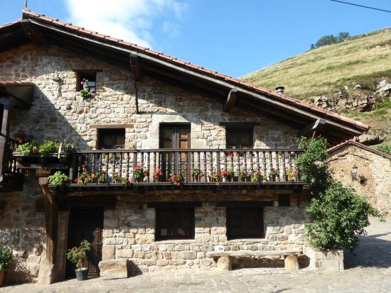 Casa tipica monta esa picture of barcena mayor cabezon de la sal tripadvisor - Casa montanesa ...