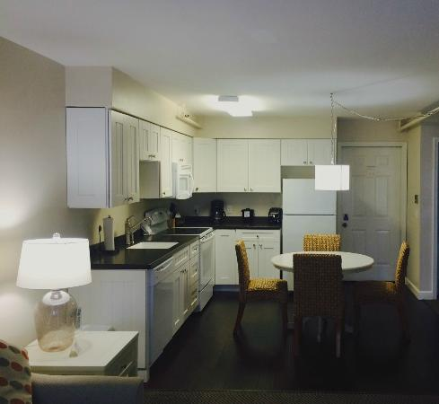 Pontiac Lodge: Two-bedroom suite, kitchen