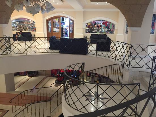 Vue du mini club de Eldorado plage hall pour aller au restaurant snack bar et piscine du bas