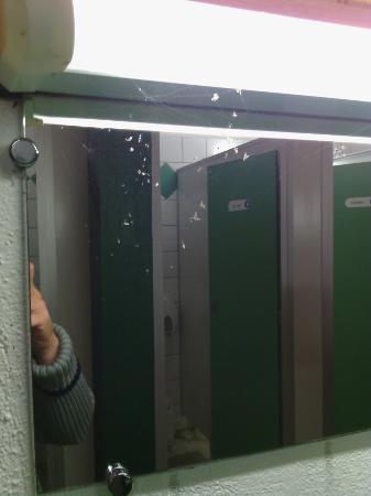 Trogues, Frankrijk: Décevant pour un camping 4etoile .sanitaires plein d araignée . accueil pas chaleureux. Aminatio