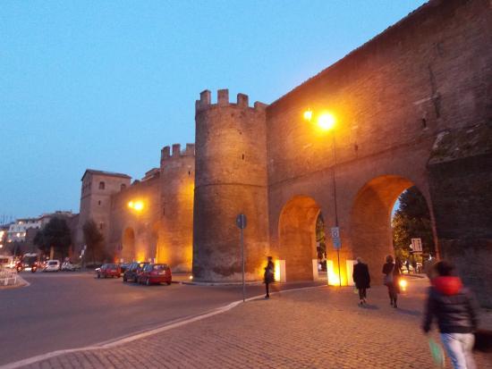 Via veneto porta pinciana foto di via veneto roma for Complementi d arredo via veneto
