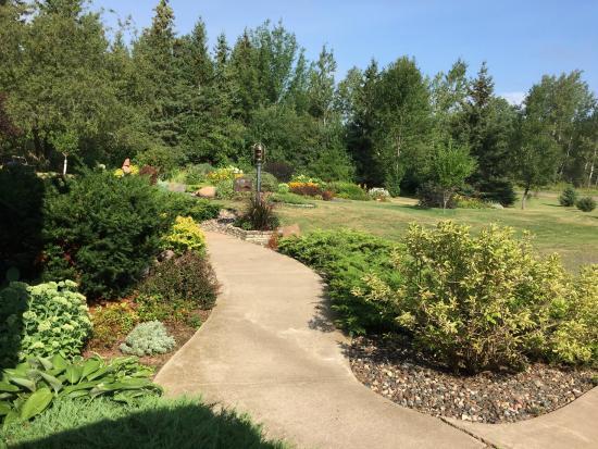 Port Wing, Ουισκόνσιν: Garden House B&B Gardens