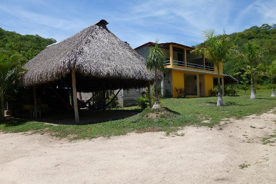 Posada Blanca - Barra de la Cruz (The Yellow House)