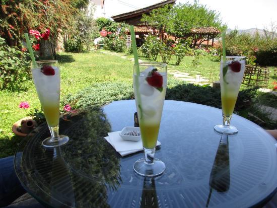 Uzum Cafe & Restaurant: Refreshing Lemonade
