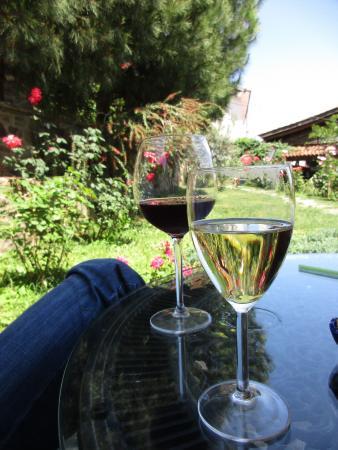Uzum Cafe & Restaurant: Delicious Wine