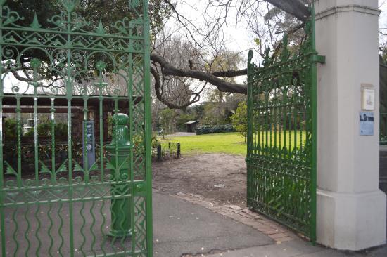Victoria Gardens: Entrance