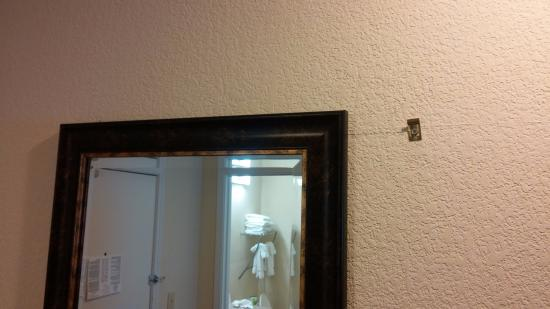 Baymont Inn & Suites Cornelia: Wrong mirror?