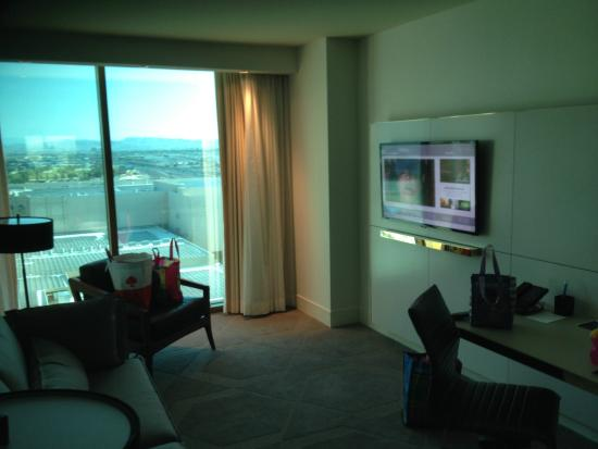 Delano Las Vegas: sitting area and TV