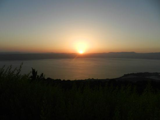 Peace Vista Country Lodge (Mitzpe Hashalom): Sunset view from Cabin