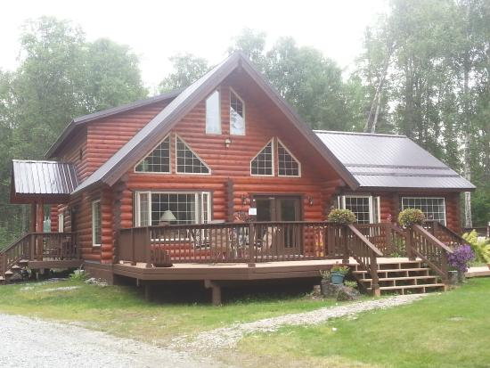 Meandering Moose Lodging: Beautiful, spacious lodge in the woods.