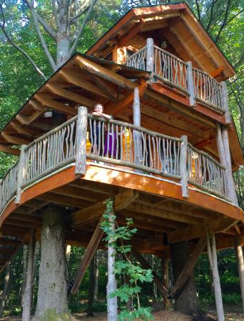 Moose Meadow Lodge: Magical moments staying in the treehouse!  We made a fairy house by the treehouse, hiked to the