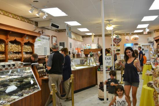 Kilwins Chocolates : Inside the Store