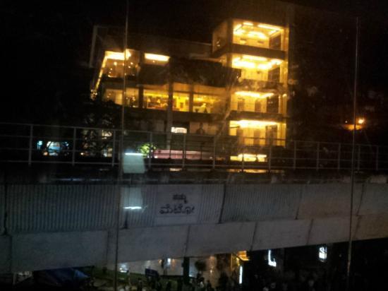 OYO 649 Hotel Ajantha Trinity Inn: Metro line adjacent to hotel