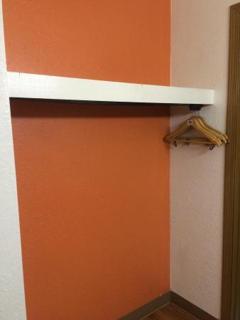 Motel 6 Waukegan: Closet to hang your items