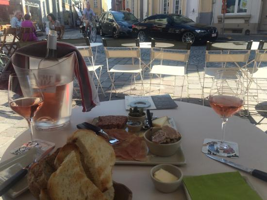 Cuvee Winebar/Wineshop : Perfect way to spend a sunny afternoon!!
