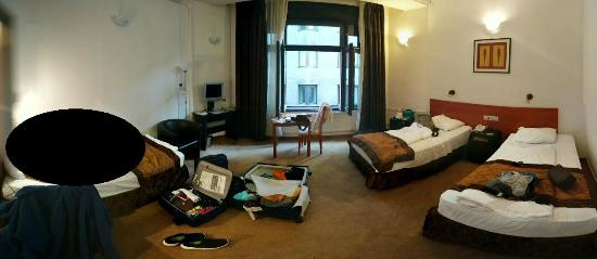King's Hotel: Panoramica stanza