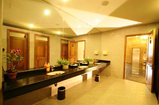 Romance Hotel: Toilet