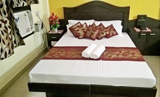 Hotel Su Shree Continental: Double Room View