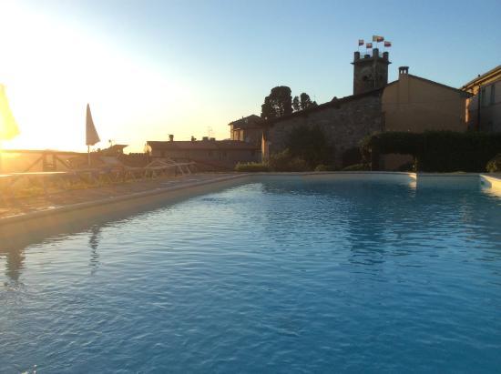 Gualdo, Italia: La piscina