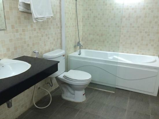 Diamond Palace Hotel: Bathroom