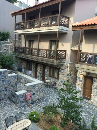 Vasiliki Guesthouse : The guesthouse yard
