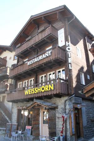 Hotel Weisshorn: Front view (entrance in side street)