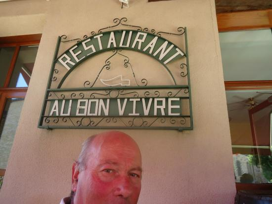 Parnac, France: très bon restaurant n'hésiter pas a y aller