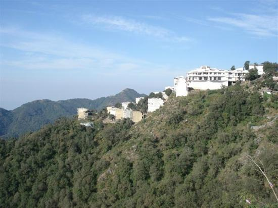 Sterling Mussoorie: Mussoorie Dancing Leaves Resort View