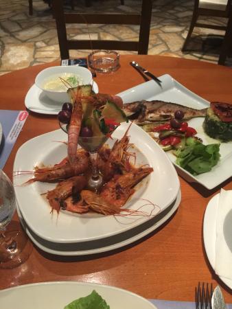 Meljine, Montenegro: ресторан в отеле