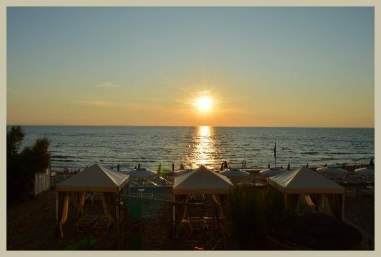 Hotel Sabbia d'Oro: Tramonto  da una camera  vista mare