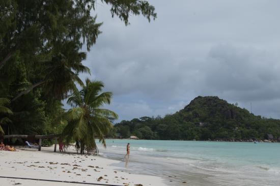 Cote d'Or Chalets: Пляж напротив отеля