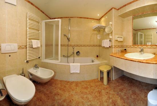 Garni Hotel Concordia: Beispiel Badezimmer /esempio bagno