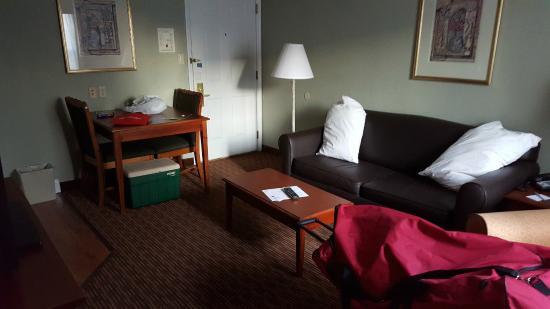 Sonesta ES Suites Cincinnati - Sharonville East: living room/kitchen