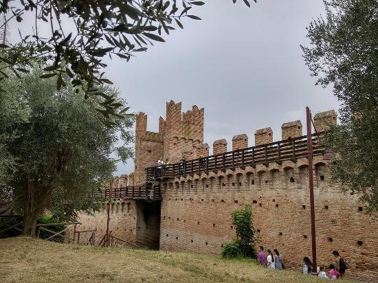 Ricostruzione di una casa medievale foto di castello di for Piani di casa castello medievale